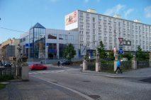 Tak jako i v mnoha jiných městech v ČR, i v Chomutově najdeme hned několik možností, jak si rychle a snadno půjčit peníze. By ŠJů, Wikimedia Commons, CC BY 4.0