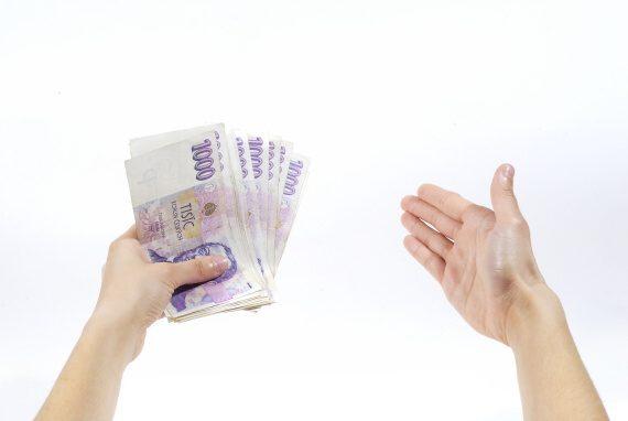Tato soukromá půjčka je navíc i v hotovosti. Peníze tak můžete dostat přímo na ruku při osobní schůzce.